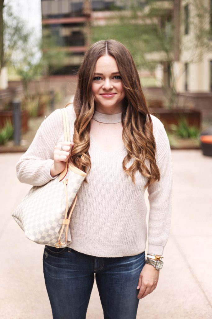 Fashion Blogger - Choker Sweater