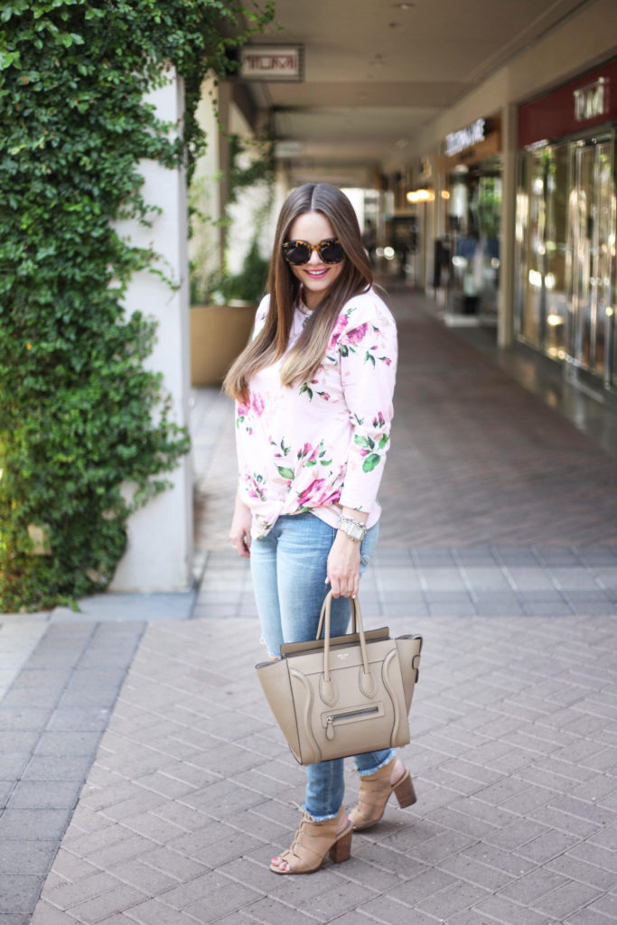Fashion Blogger - Floral Knot Top